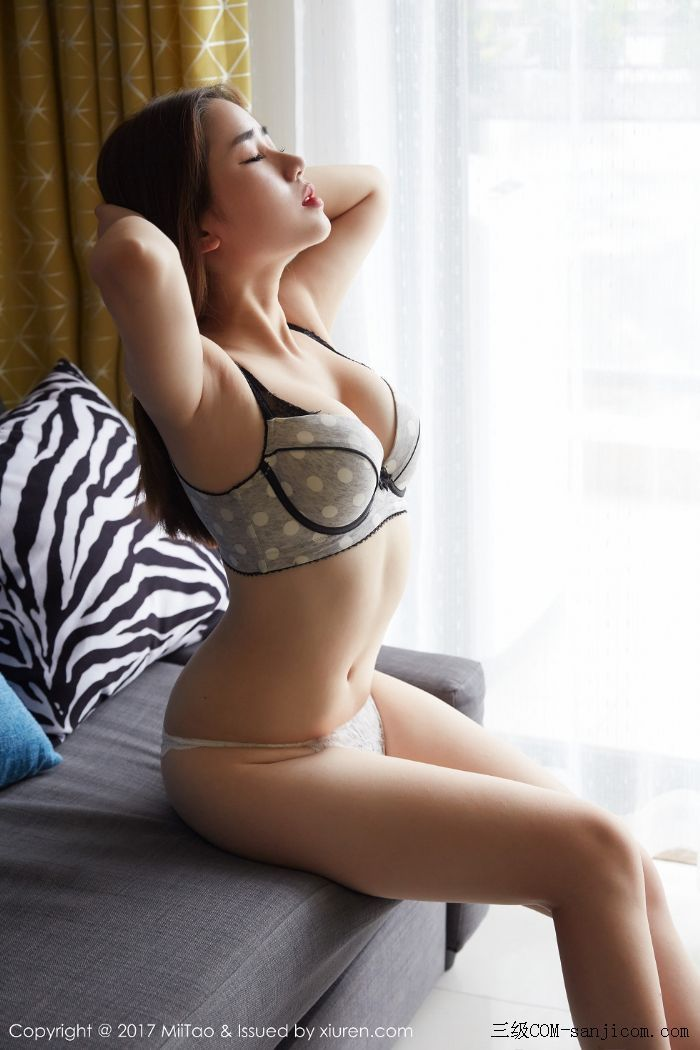 [MiiTao蜜桃社]Vol.064_嫩模小敏Mary性感内衣秀傲人豪乳白色蕾丝内裤诱惑写真[6/43]
