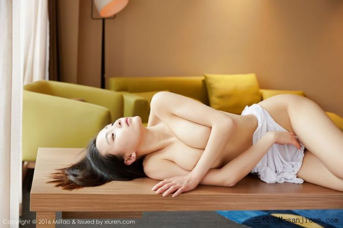 [MiiTao蜜桃社]Vol.007_新人模特许思铭脱护士装秀丰乳极致肥臀诱惑写真[28/71]
