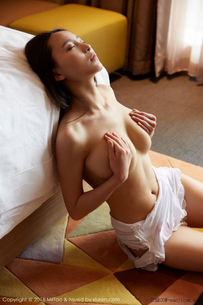 [MiiTao蜜桃社]Vol.007_新人模特许思铭脱护士装秀丰乳极致肥臀诱惑写真[42/71]