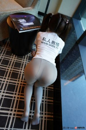 [Rosi写真]NO.2819_白色短袖衫美女居家私房超薄无内肉丝裤袜秀翘臀屁沟诱惑写真[29P]