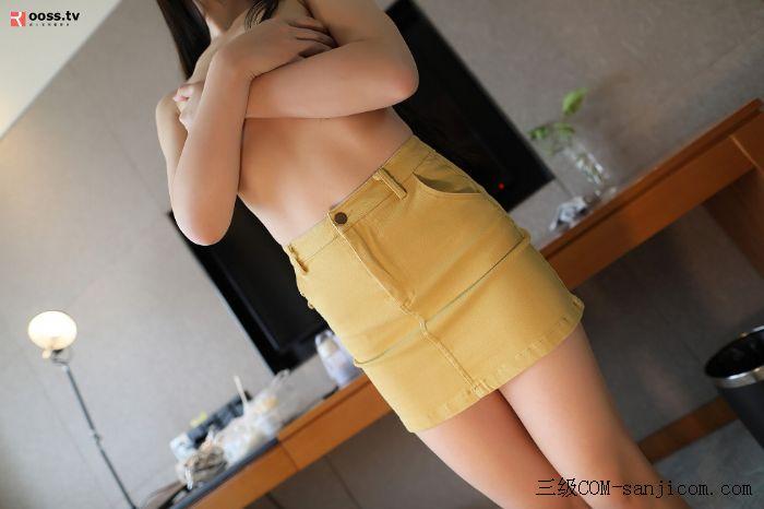 Rosimm第2838期_黄色短裙美女居家全裸上身秀性感美背粉色内裤撩人翘臀诱惑写真[11/50]