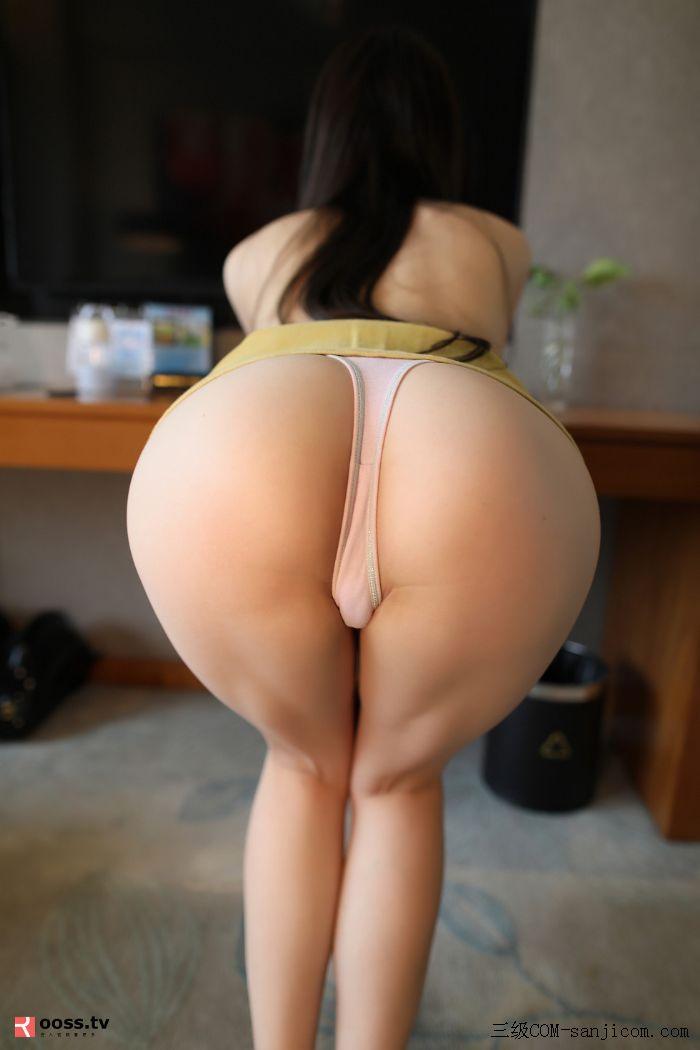 Rosimm第2838期_黄色短裙美女居家全裸上身秀性感美背粉色内裤撩人翘臀诱惑写真[19/50]
