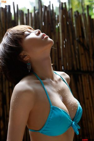 胸臀丰满的泳装少女日本女优釈由美子[49P]