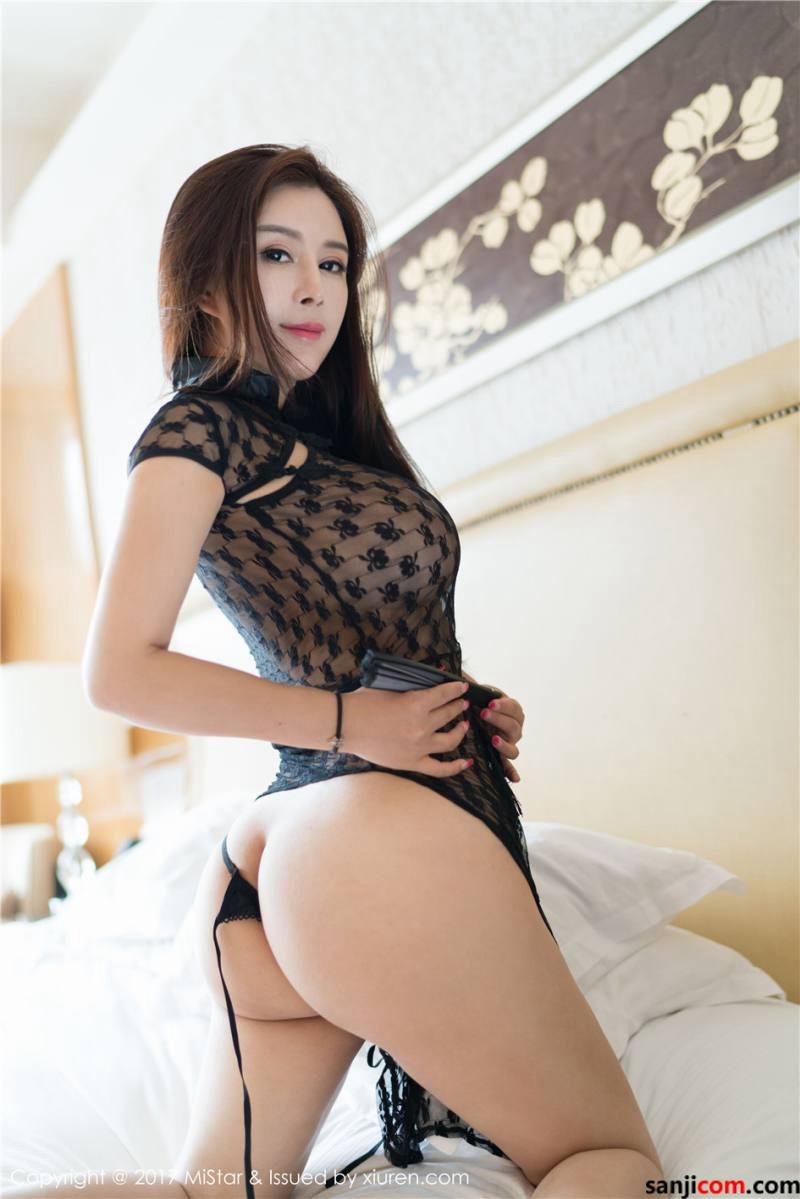 尤物雪千寻酥胸敝露乳峰高耸真空旗袍丰臀巨乳超诱人 [30/31]
