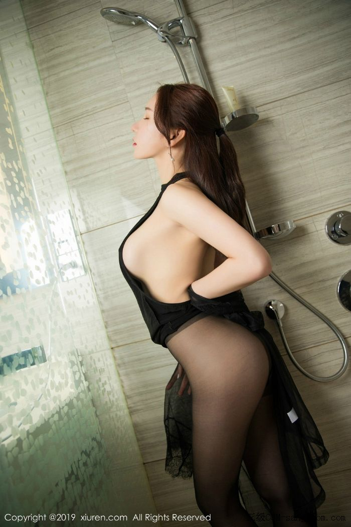 [XiuRen秀人网]No.1556_女神周于希Sandy玉手遮胸私房浴室里情趣黑丝半露豪乳撩人诱惑写真[35/56]