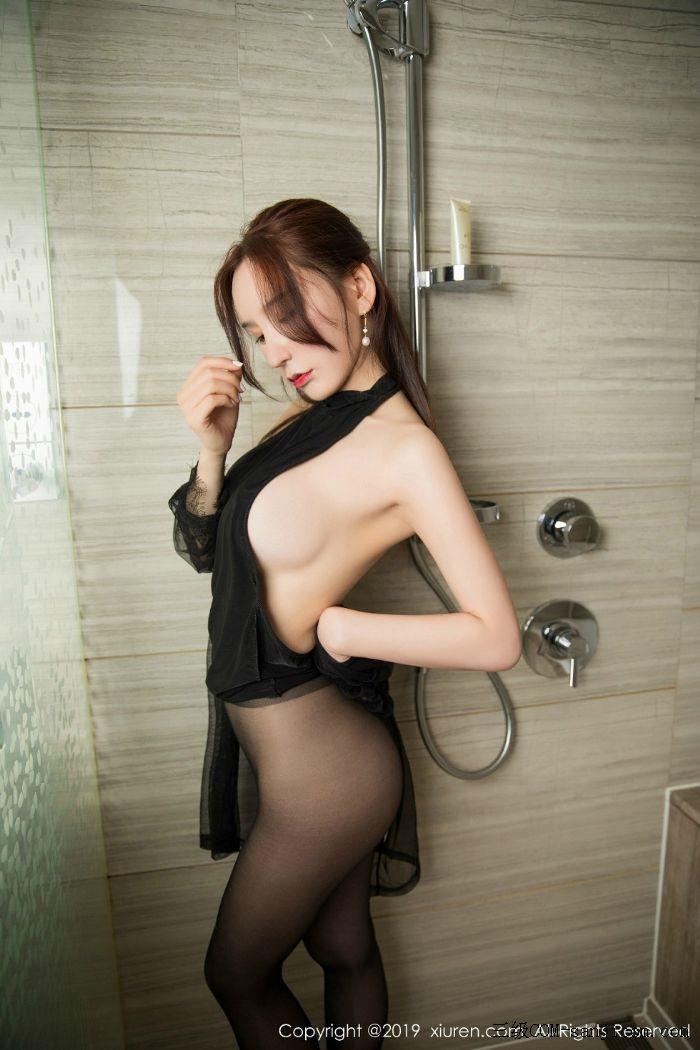 [XiuRen秀人网]No.1556_女神周于希Sandy玉手遮胸私房浴室里情趣黑丝半露豪乳撩人诱惑写真[37/56]