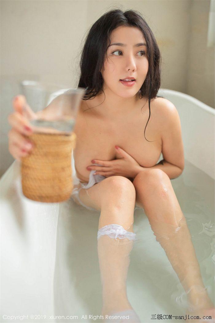 [XiuRen秀人网]No.1590_女神Manuela玛鲁娜巴厘岛旅拍私房浴室里全裸遮胸秀豪乳翘臀诱惑写真[28/78]
