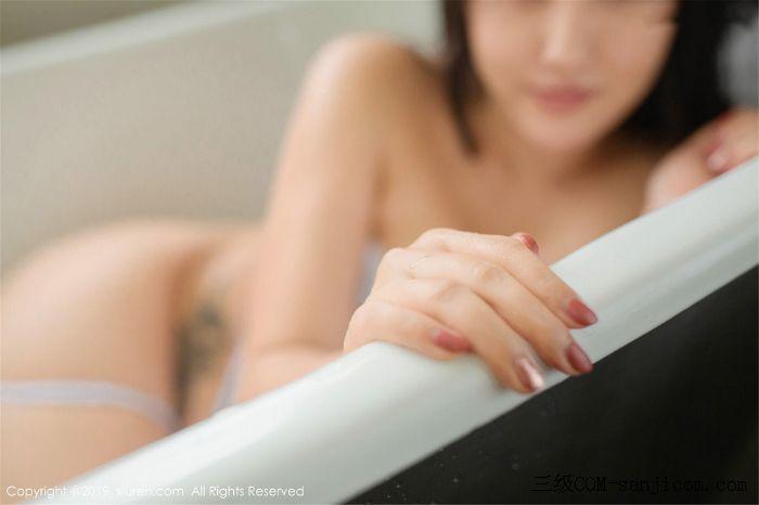 [XiuRen秀人网]No.1590_女神Manuela玛鲁娜巴厘岛旅拍私房浴室里全裸遮胸秀豪乳翘臀诱惑写真[3/78]