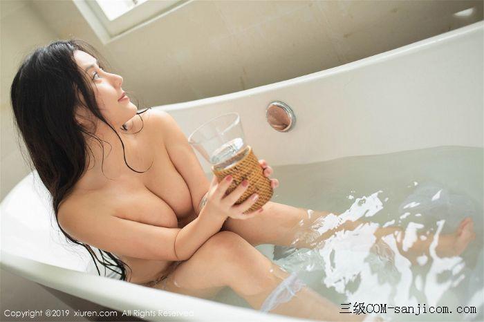 [XiuRen秀人网]No.1590_女神Manuela玛鲁娜巴厘岛旅拍私房浴室里全裸遮胸秀豪乳翘臀诱惑写真[39/78]