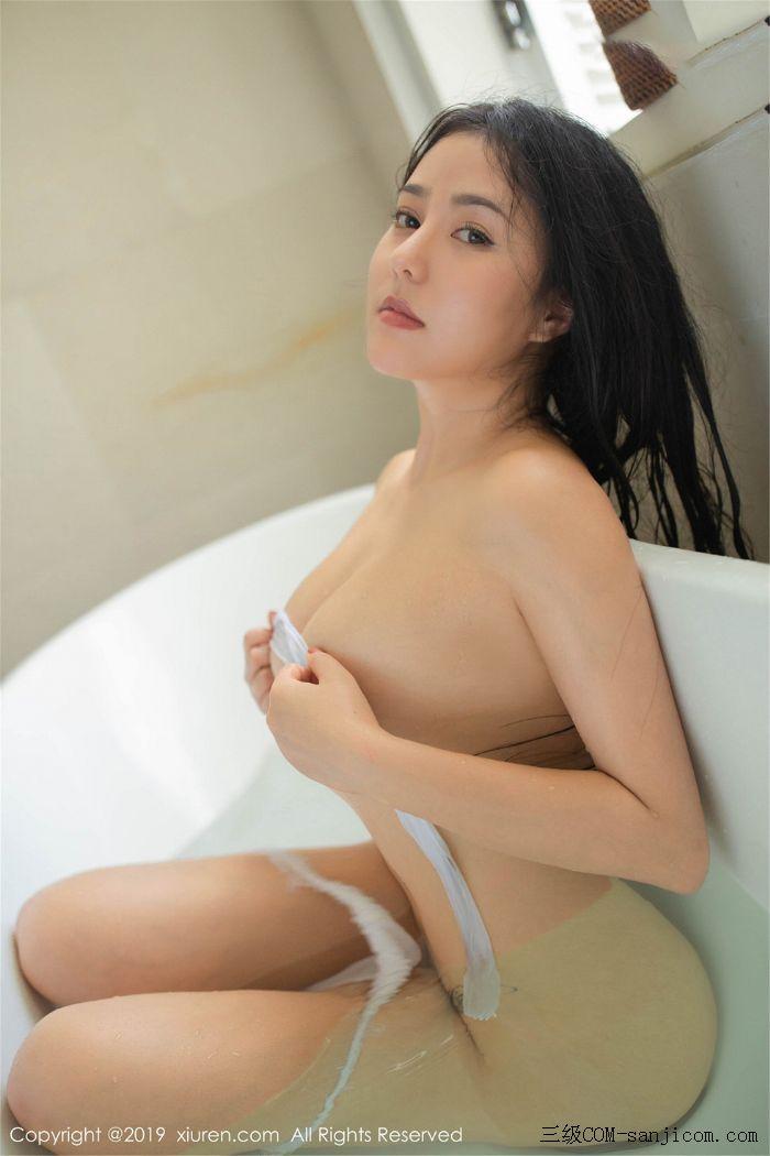 [XiuRen秀人网]No.1590_女神Manuela玛鲁娜巴厘岛旅拍私房浴室里全裸遮胸秀豪乳翘臀诱惑写真[53/78]