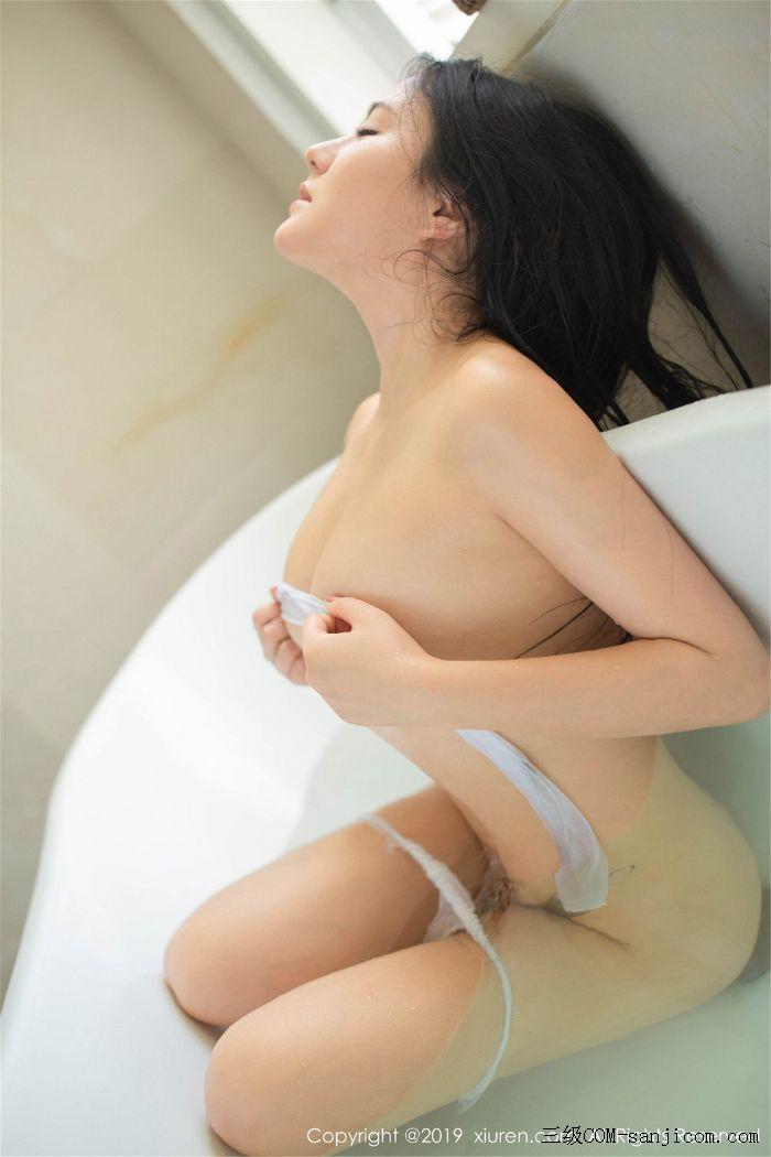 [XiuRen秀人网]No.1590_女神Manuela玛鲁娜巴厘岛旅拍私房浴室里全裸遮胸秀豪乳翘臀诱惑写真[54/78]