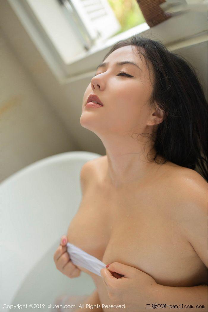 [XiuRen秀人网]No.1590_女神Manuela玛鲁娜巴厘岛旅拍私房浴室里全裸遮胸秀豪乳翘臀诱惑写真[55/78]