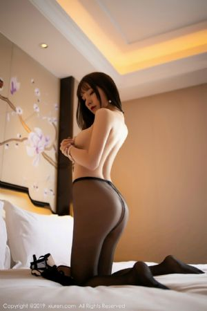 [XiuRen秀人网]No.1667_女神周于希Sandy私房黑色内衣配无内黑丝裤袜秀美背翘臀诱惑写真[58P]