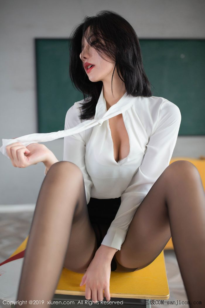 [XiuRen秀人网]No.1690_嫩模就是阿朱啊全裸遮胸魅惑教师制服白衬衣配无内黑丝裤袜诱惑写真[29/108]
