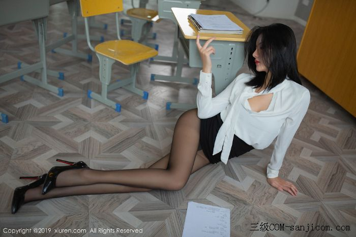 [XiuRen秀人网]No.1690_嫩模就是阿朱啊全裸遮胸魅惑教师制服白衬衣配无内黑丝裤袜诱惑写真[39/108]