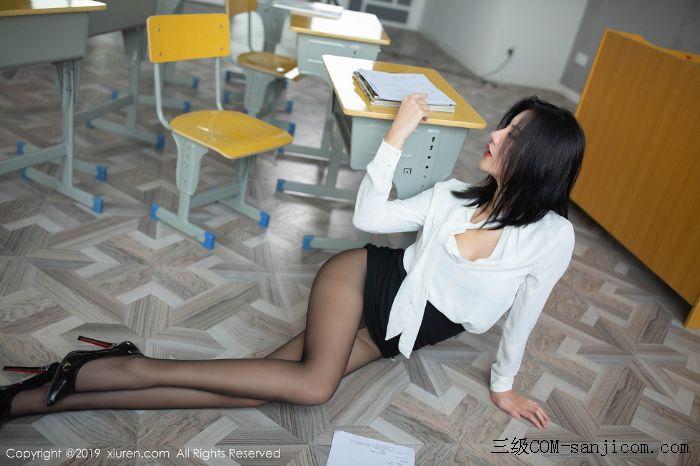 [XiuRen秀人网]No.1690_嫩模就是阿朱啊全裸遮胸魅惑教师制服白衬衣配无内黑丝裤袜诱惑写真[40/108]