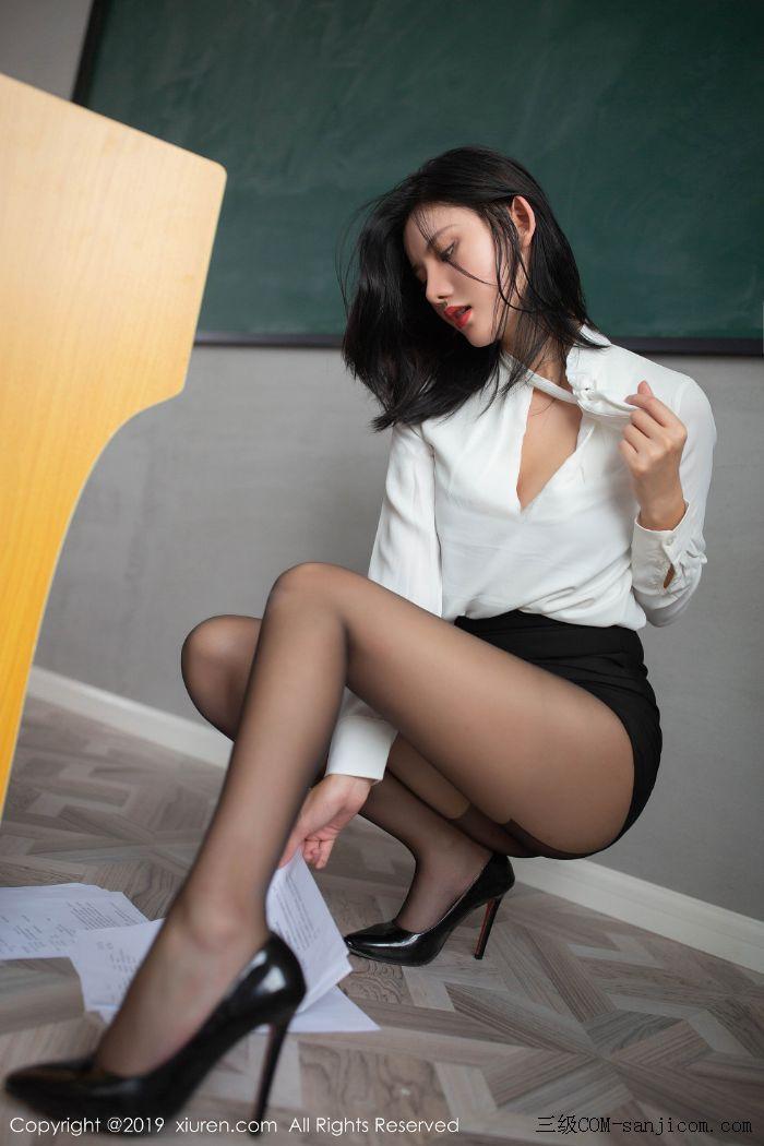 [XiuRen秀人网]No.1690_嫩模就是阿朱啊全裸遮胸魅惑教师制服白衬衣配无内黑丝裤袜诱惑写真[42/108]