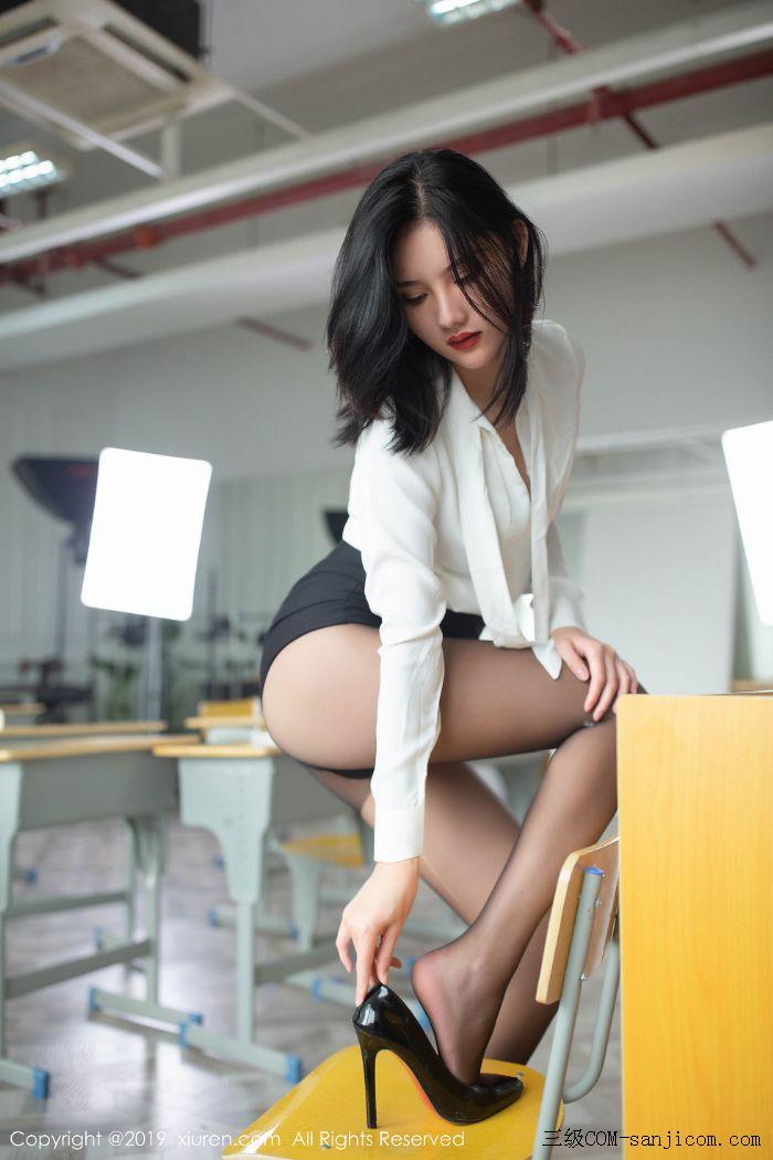[XiuRen秀人网]No.1690_嫩模就是阿朱啊全裸遮胸魅惑教师制服白衬衣配无内黑丝裤袜诱惑写真[54/108]