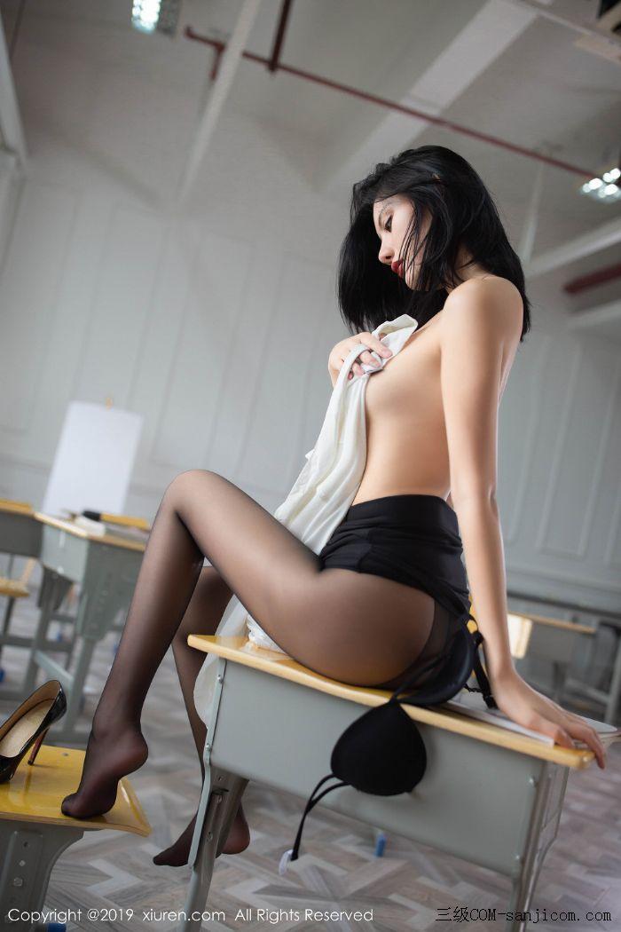[XiuRen秀人网]No.1690_嫩模就是阿朱啊全裸遮胸魅惑教师制服白衬衣配无内黑丝裤袜诱惑写真[85/108]