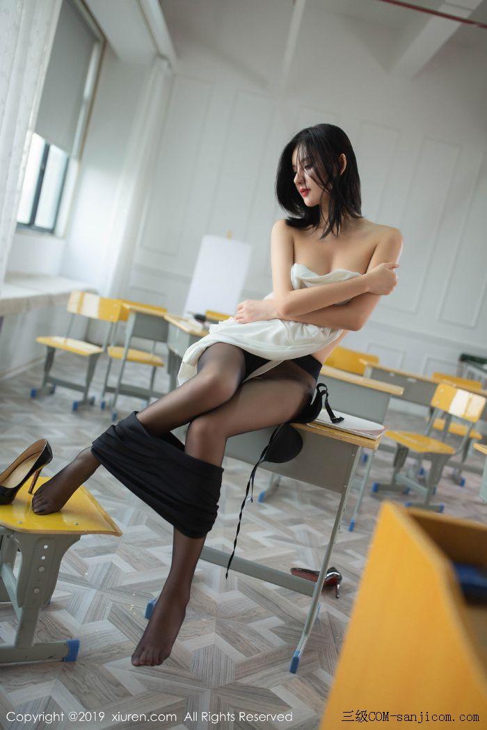 [XiuRen秀人网]No.1690_嫩模就是阿朱啊全裸遮胸魅惑教师制服白衬衣配无内黑丝裤袜诱惑写真[90/108]