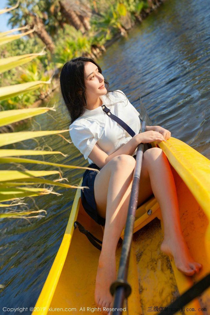 [XiuRen秀人网]No.1719_女神Manuela玛鲁娜美国旅拍室外皮划艇全裸上身露豪乳遮胸极致诱惑写真[15/52]