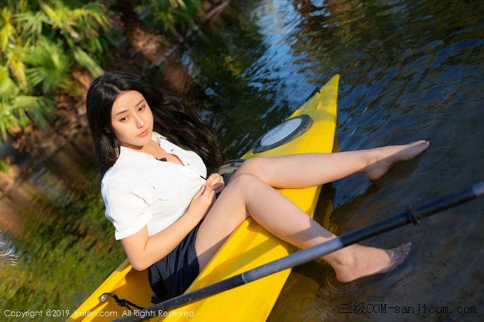 [XiuRen秀人网]No.1719_女神Manuela玛鲁娜美国旅拍室外皮划艇全裸上身露豪乳遮胸极致诱惑写真[19/52]