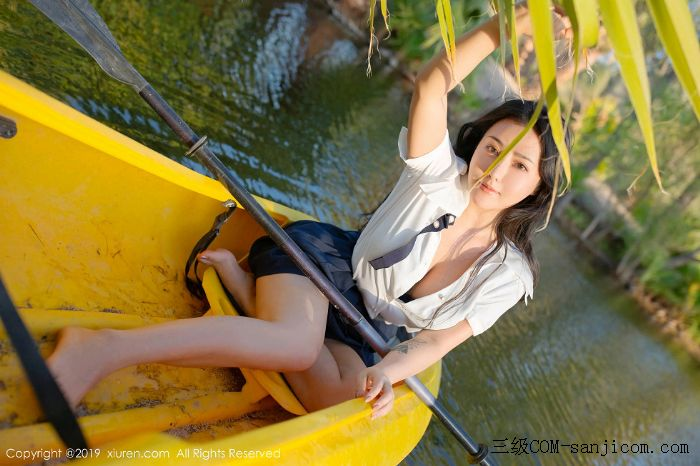 [XiuRen秀人网]No.1719_女神Manuela玛鲁娜美国旅拍室外皮划艇全裸上身露豪乳遮胸极致诱惑写真[20/52]