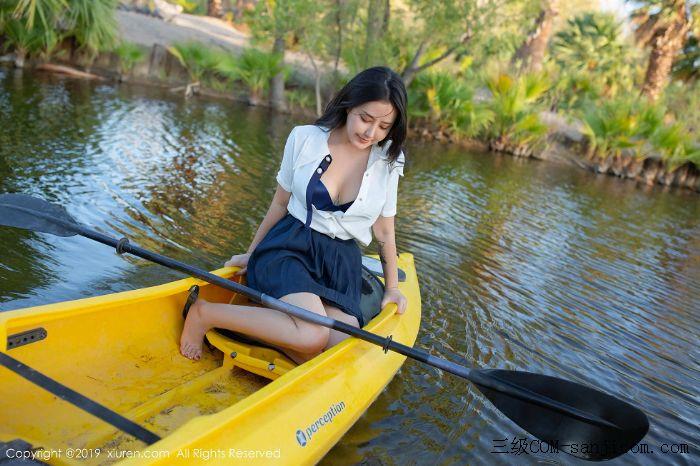 [XiuRen秀人网]No.1719_女神Manuela玛鲁娜美国旅拍室外皮划艇全裸上身露豪乳遮胸极致诱惑写真[24/52]
