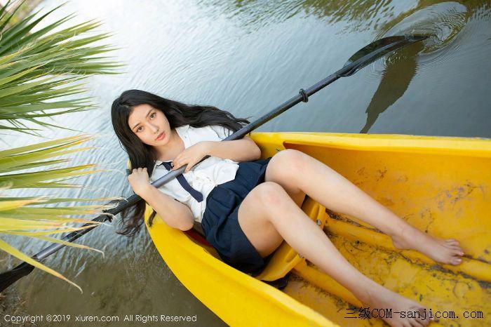 [XiuRen秀人网]No.1719_女神Manuela玛鲁娜美国旅拍室外皮划艇全裸上身露豪乳遮胸极致诱惑写真[49/52]
