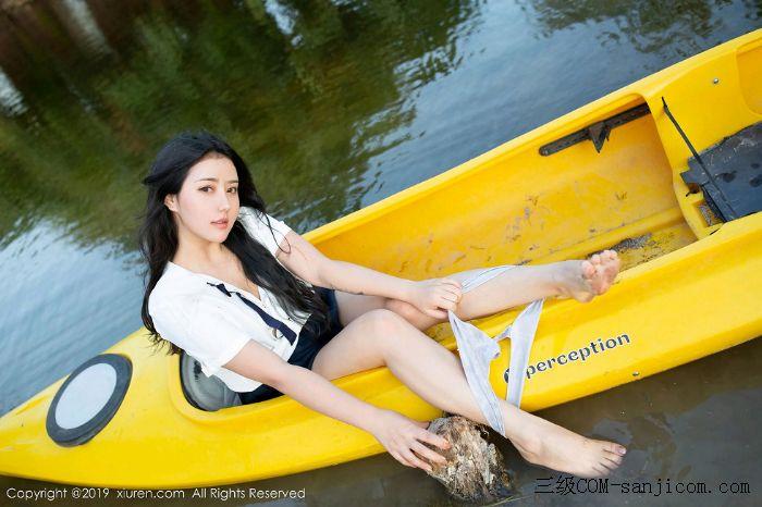 [XiuRen秀人网]No.1719_女神Manuela玛鲁娜美国旅拍室外皮划艇全裸上身露豪乳遮胸极致诱惑写真[50/52]