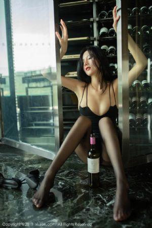 XiuRen第1739期_女神就是阿朱啊酒窖主题黑吊裙配无内黑丝裤袜惹火诱惑写真[66P]