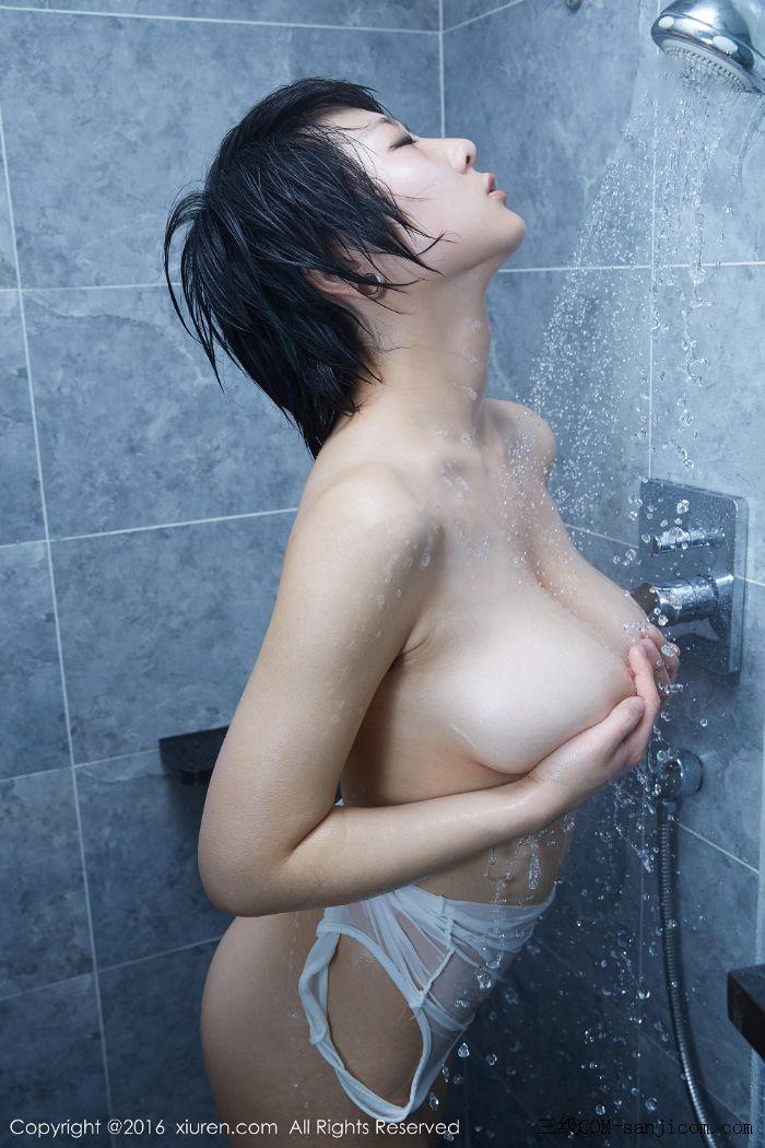 [XiuRen秀人网]No.453_巨乳嫩模雨瞳Yoyo大尺度全裸遮胸秀G杯豪乳极致诱惑写真[54/62]