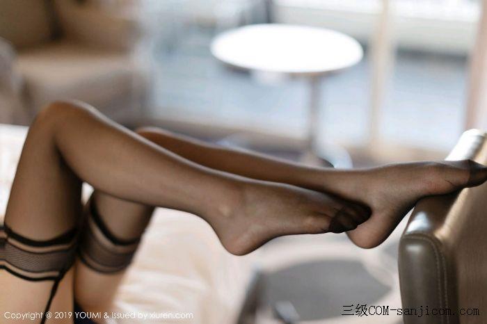 [YouMi尤蜜荟]Vol.332_眼镜女神周于希Sandy床上遮胸塞班旅拍私房蕾丝内衣半脱露豪乳诱惑写真[53/56]